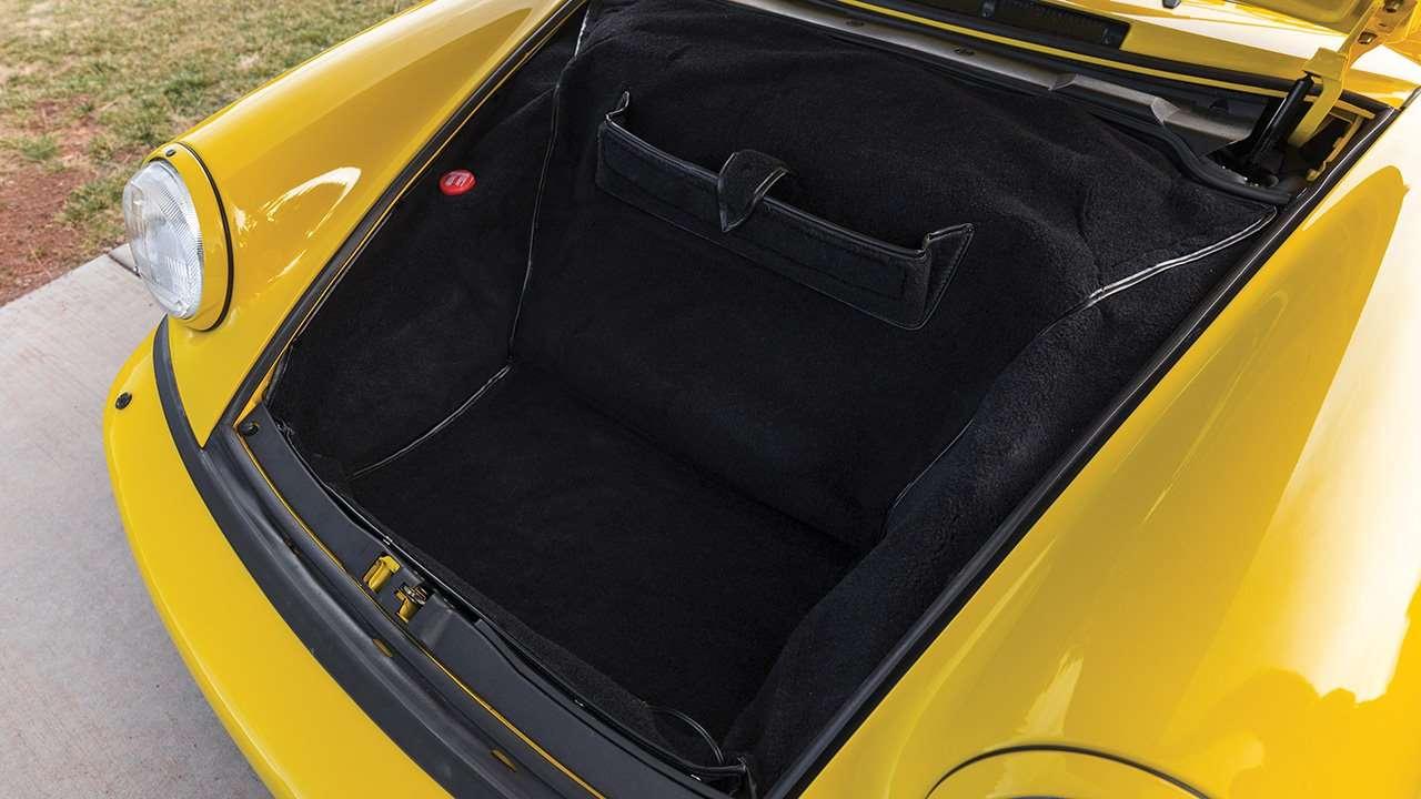 Фото багажника 911 (964)