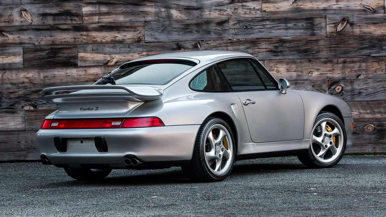 Задняя часть Porsche 911 (993)