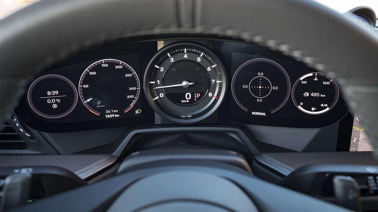 Панель приборов нового Porsche 911