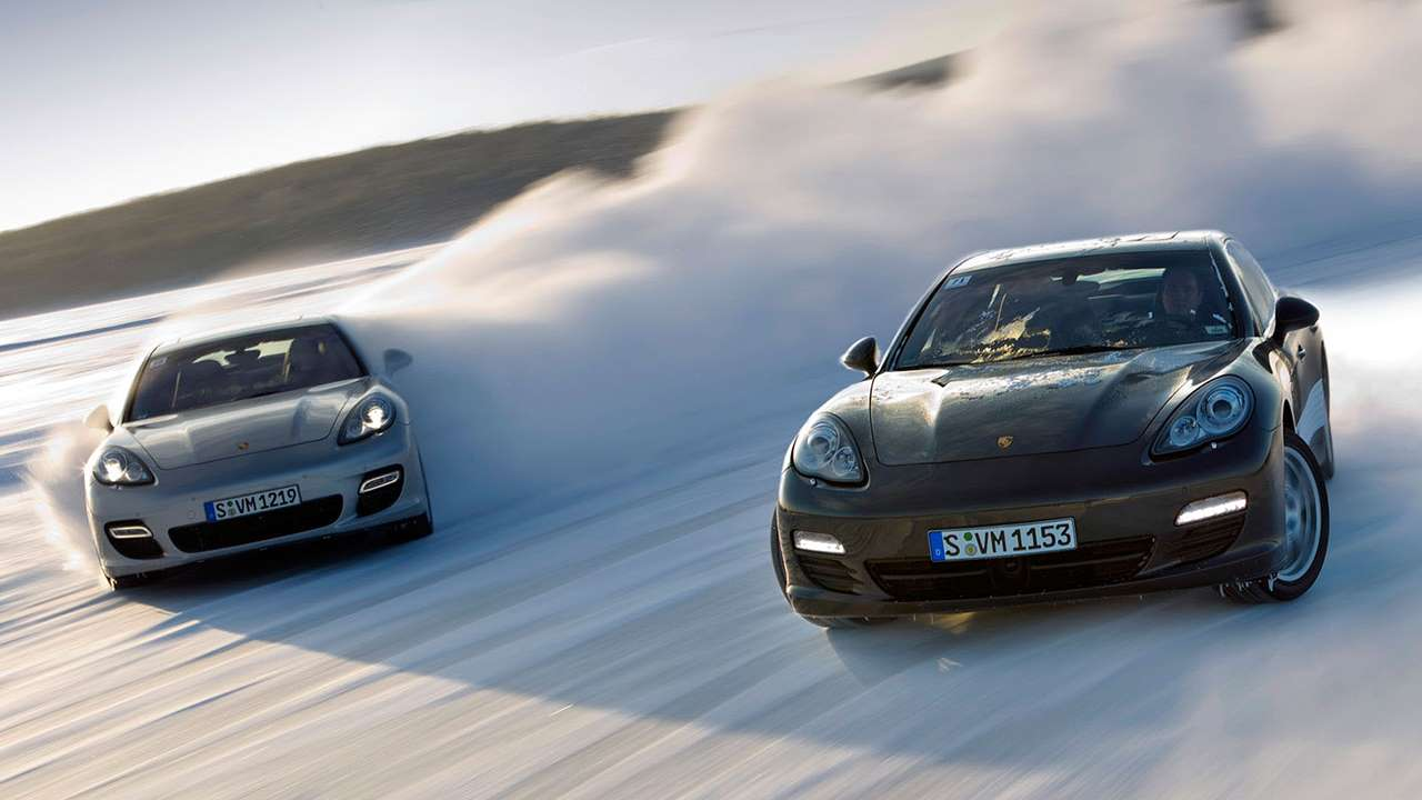 Два Porsche Panamera 970 в дрифте