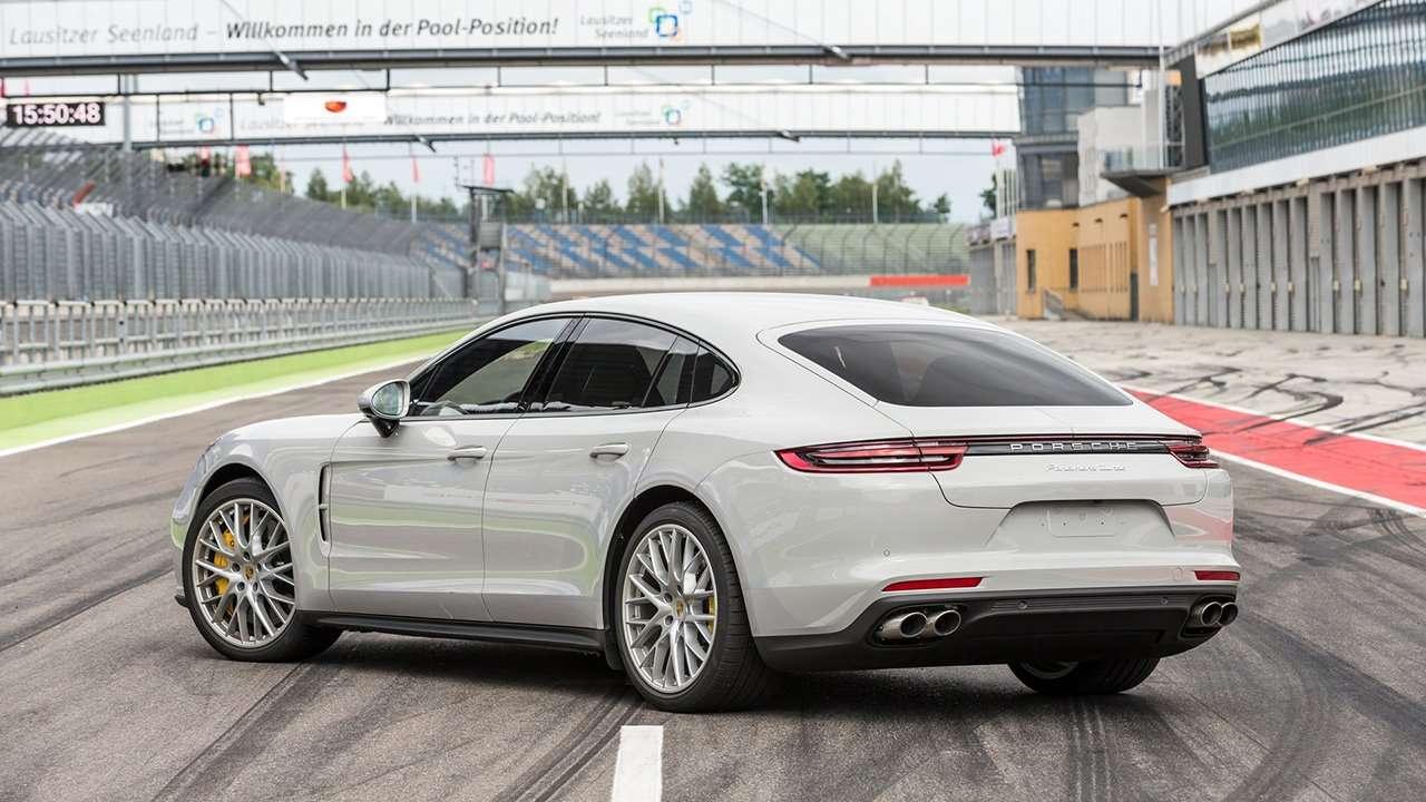 Porsche Panamera 2019-2020 фото сзади