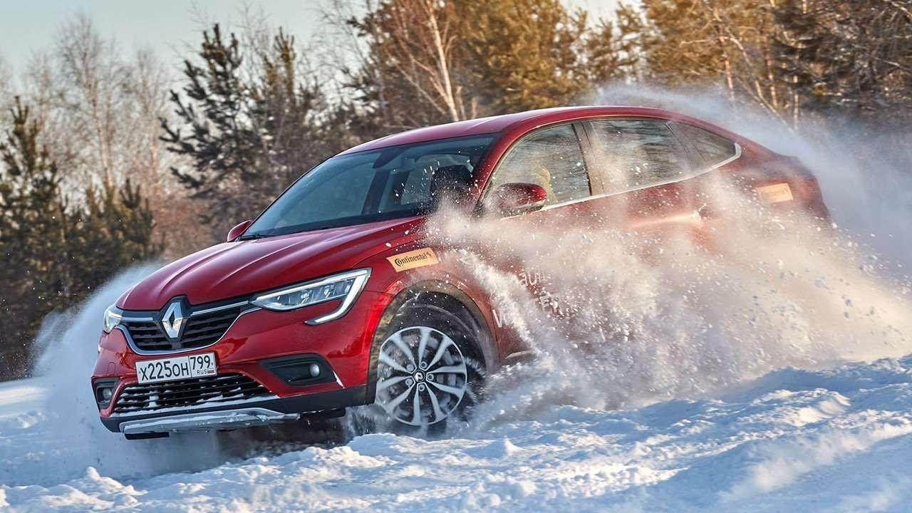 Фото Renault Arkana в снегу