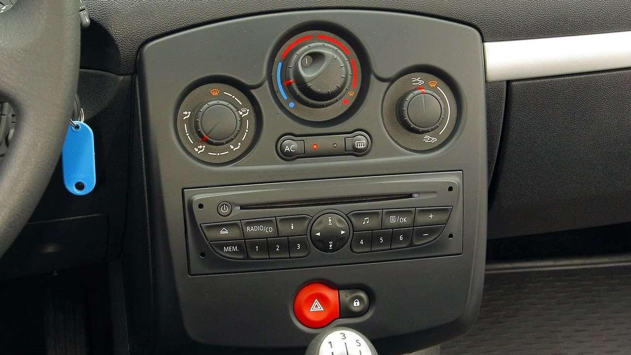Центральная консоль Clio 3