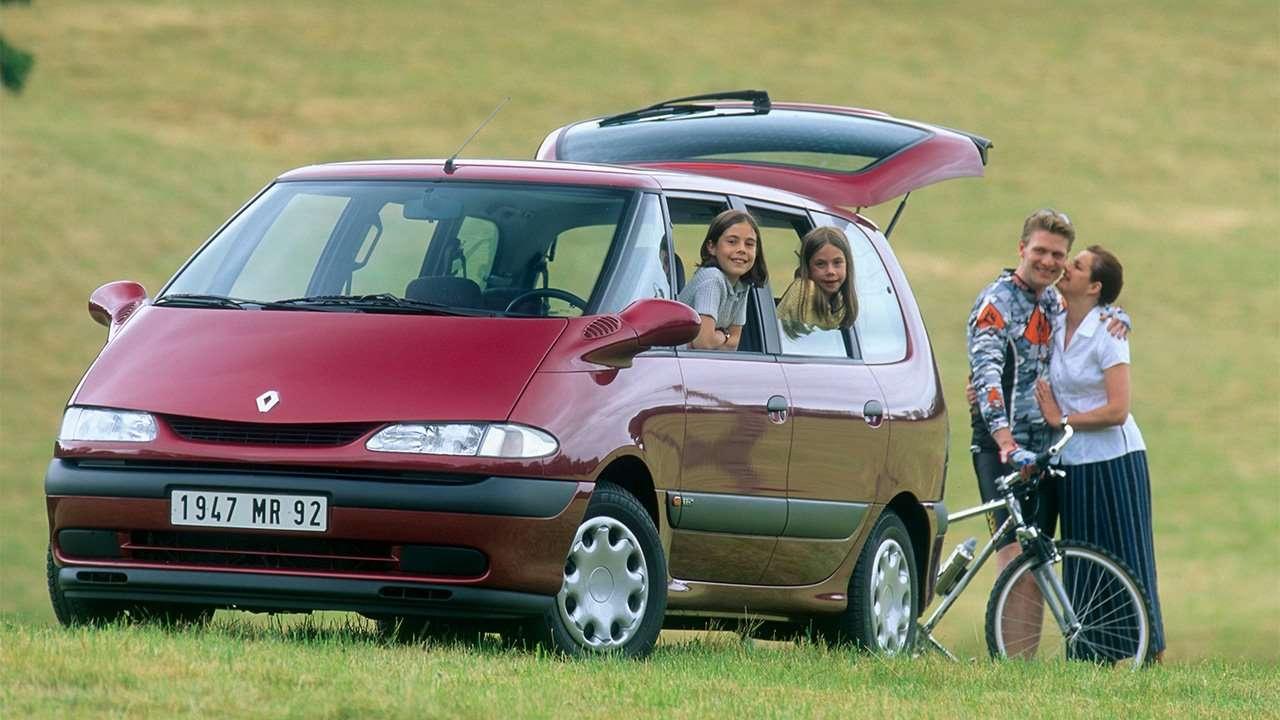 Красный минивэн Renault Espace III