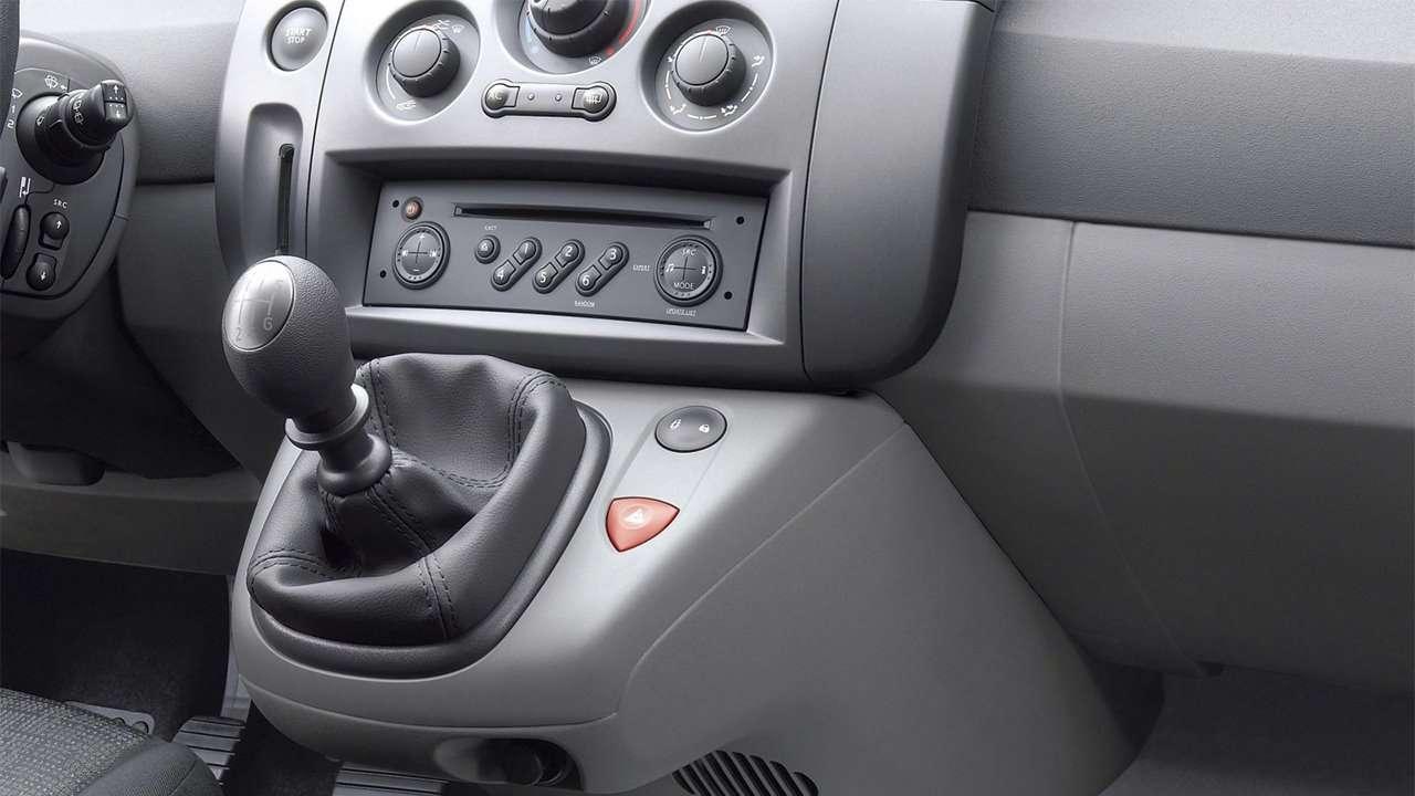 Интерьер Renault Scenic 2003-2009