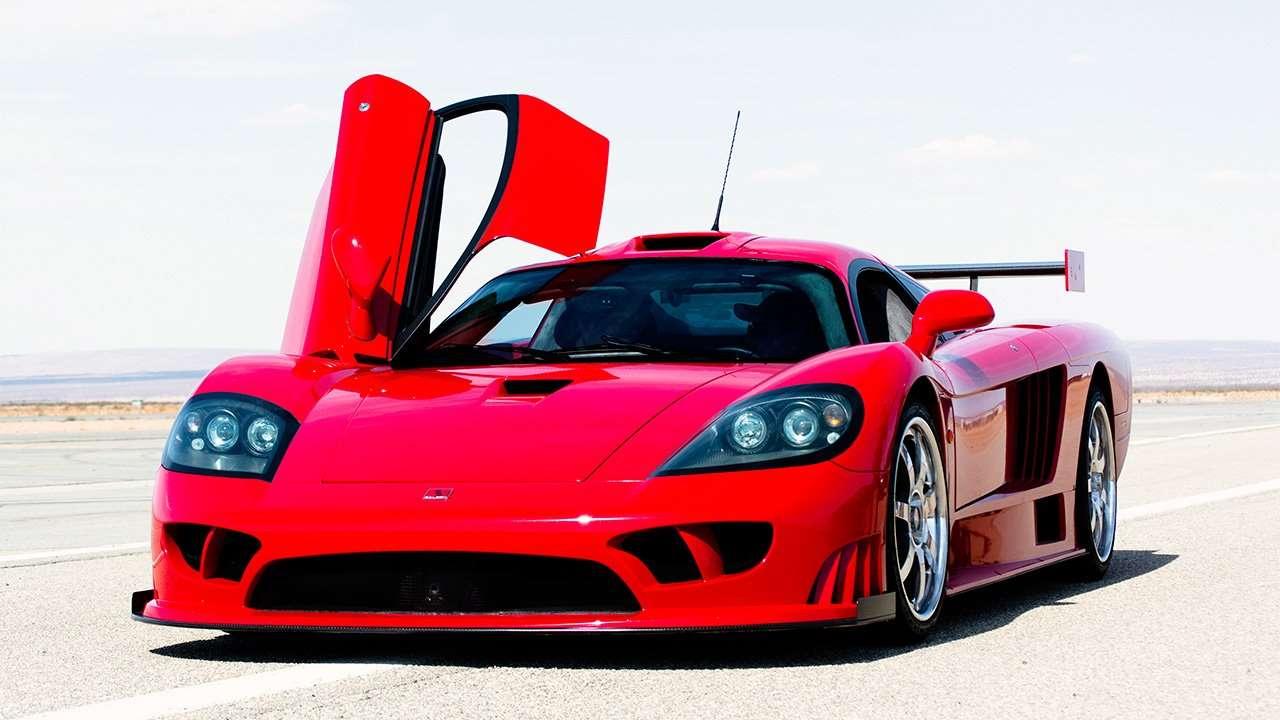 Красный суперкар Saleen S7