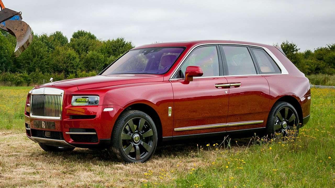 Фото красного Rolls-Royce Cullinan