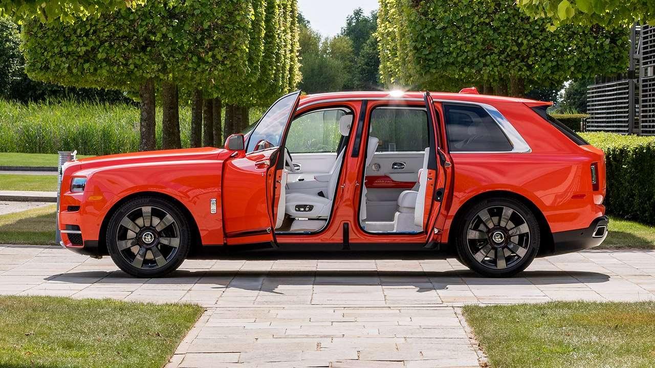 Фото Rolls-Royce Cullinan сбоку