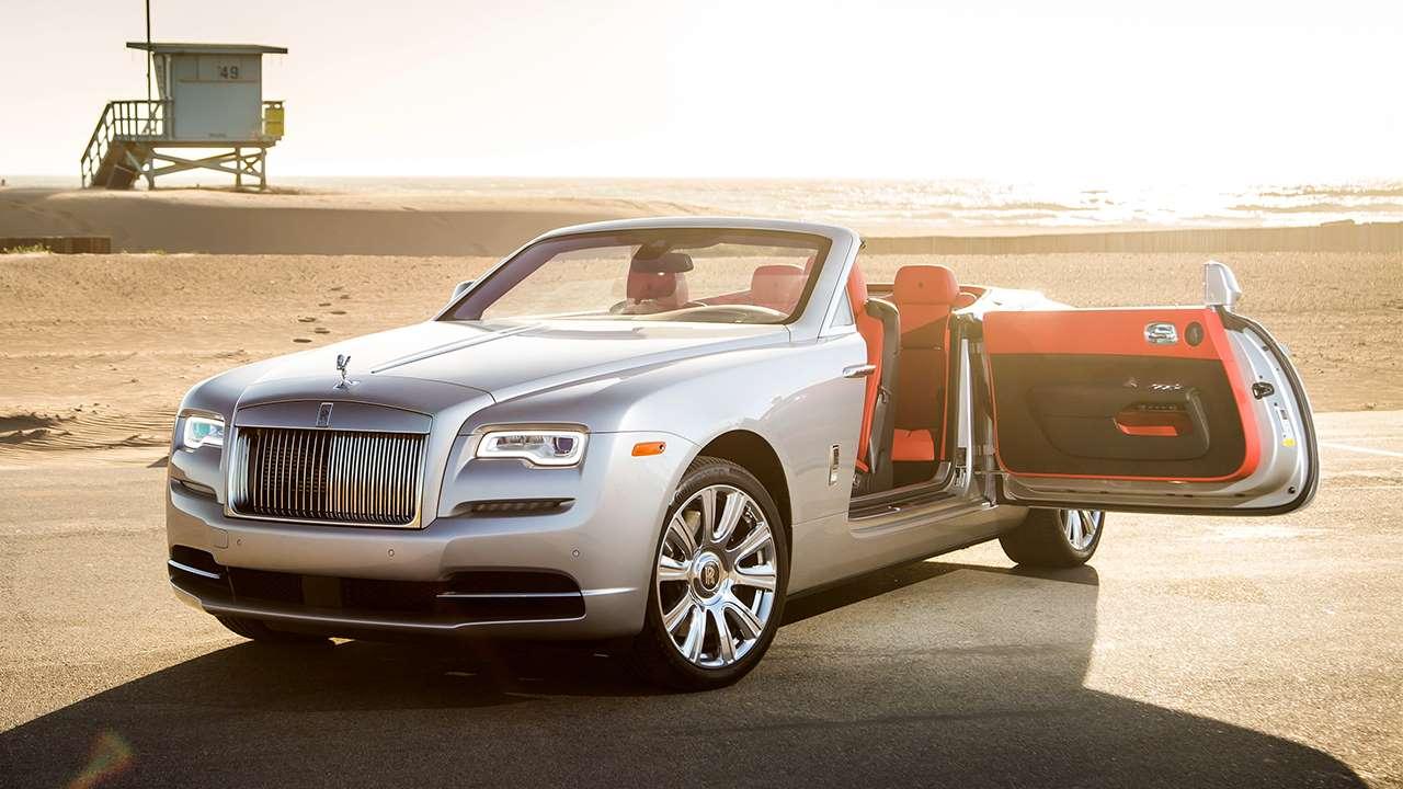 Rolls-Royce Dawn с открытой дверью