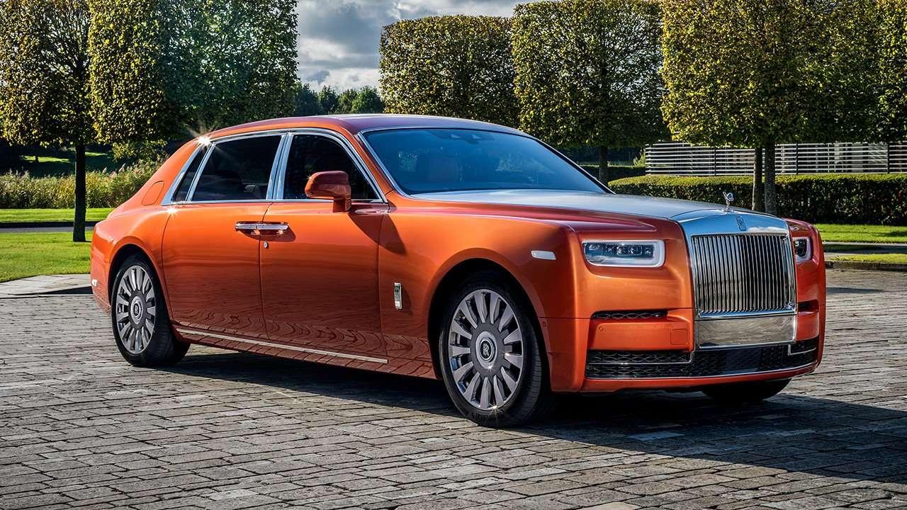 Rolls-Royce Phantom 2019-2020 фото спереди