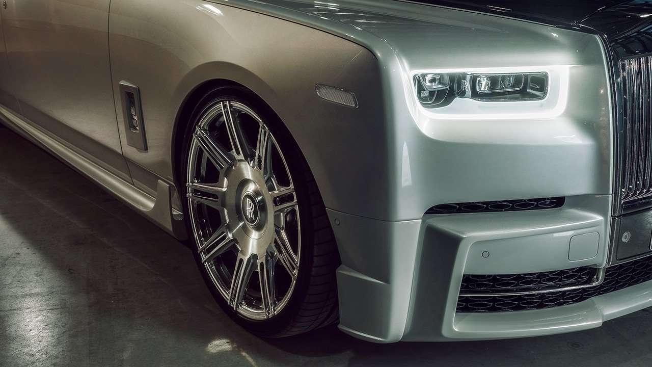Передняя часть Rolls-Royce Phantom 8