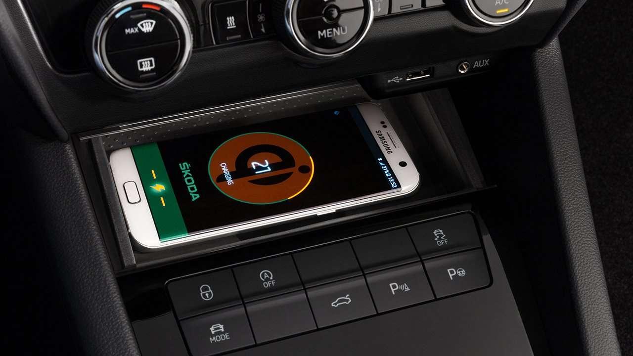 Беспроводная зарядка в Octavia RS 2018-2019