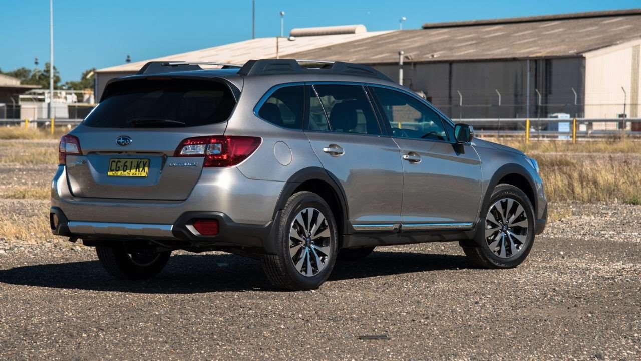 Subaru Outback 2020-2021 фото сзади