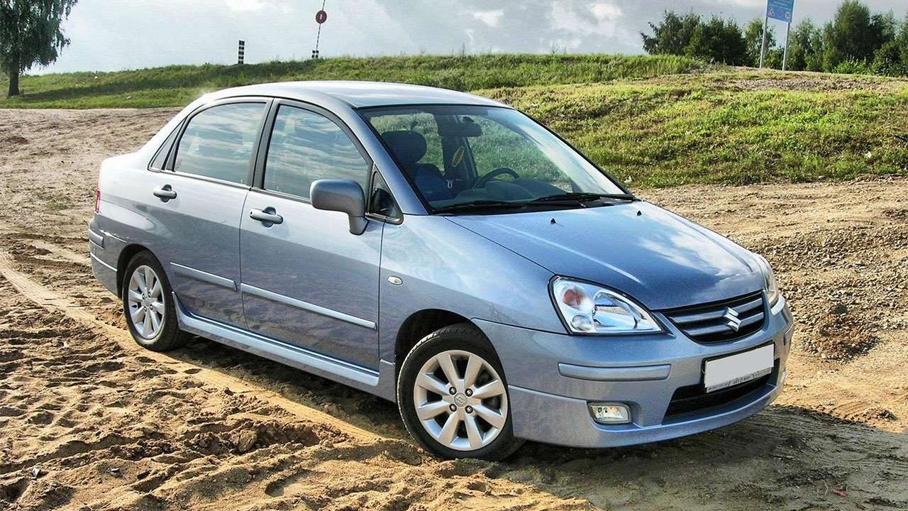 Suzuki Liana фото спереди
