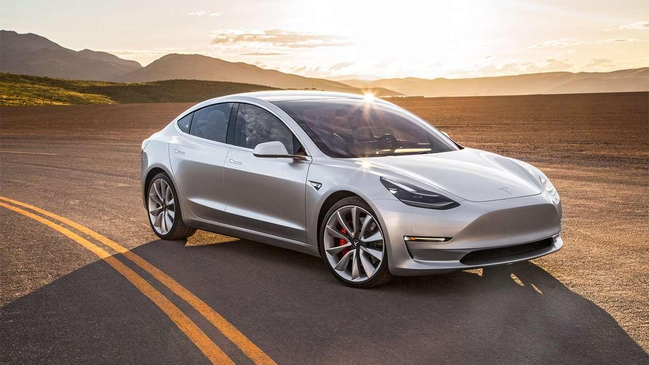 Tesla Model 3 фото спереди