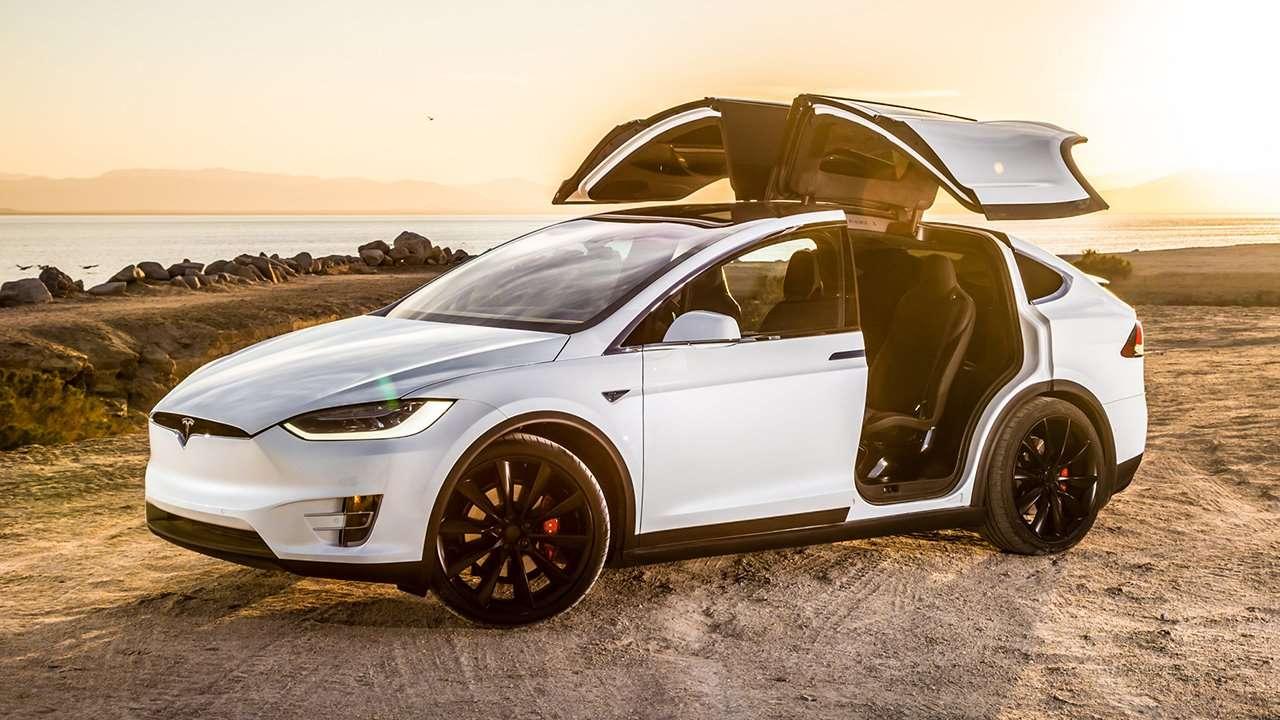 Tesla Model X 2020-2021 фото спереди