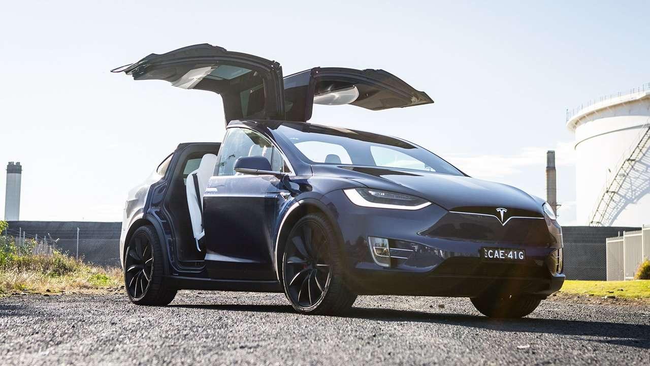Tesla Model X 2020-2021 с открытими дверьми