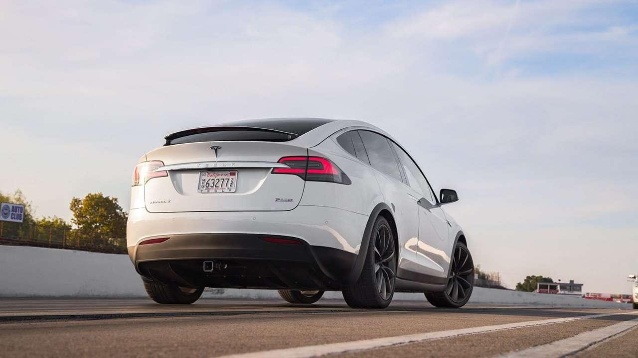 Tesla Model X 2020-2021 фото сзади
