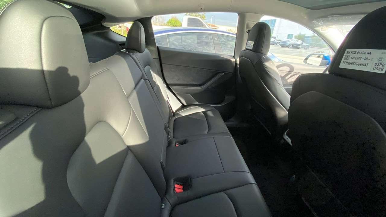 Задние сиденья Tesla Model Y
