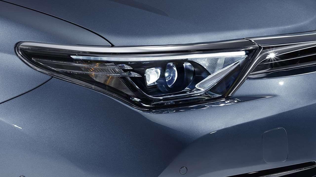 Toyota Auris 2019-2020 передняя фара