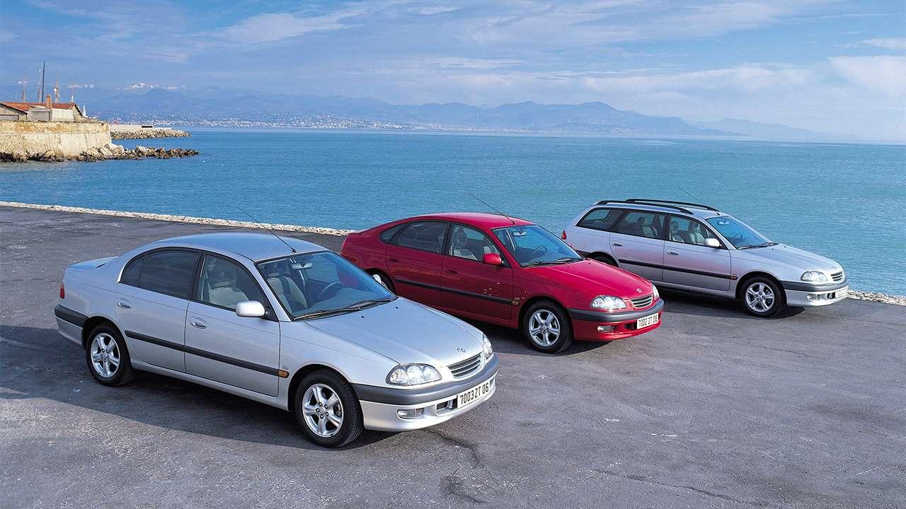 Все три кузова Toyota Avensis T220