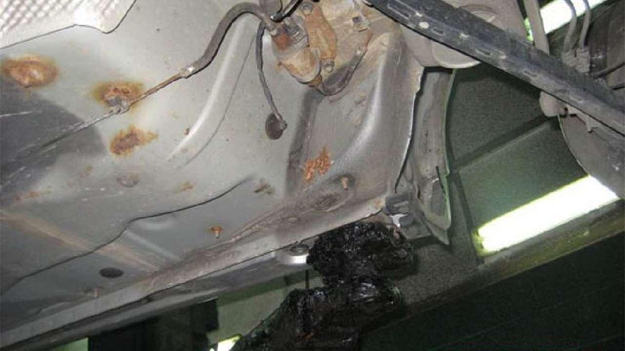 Ржавчина днища Avensis T250