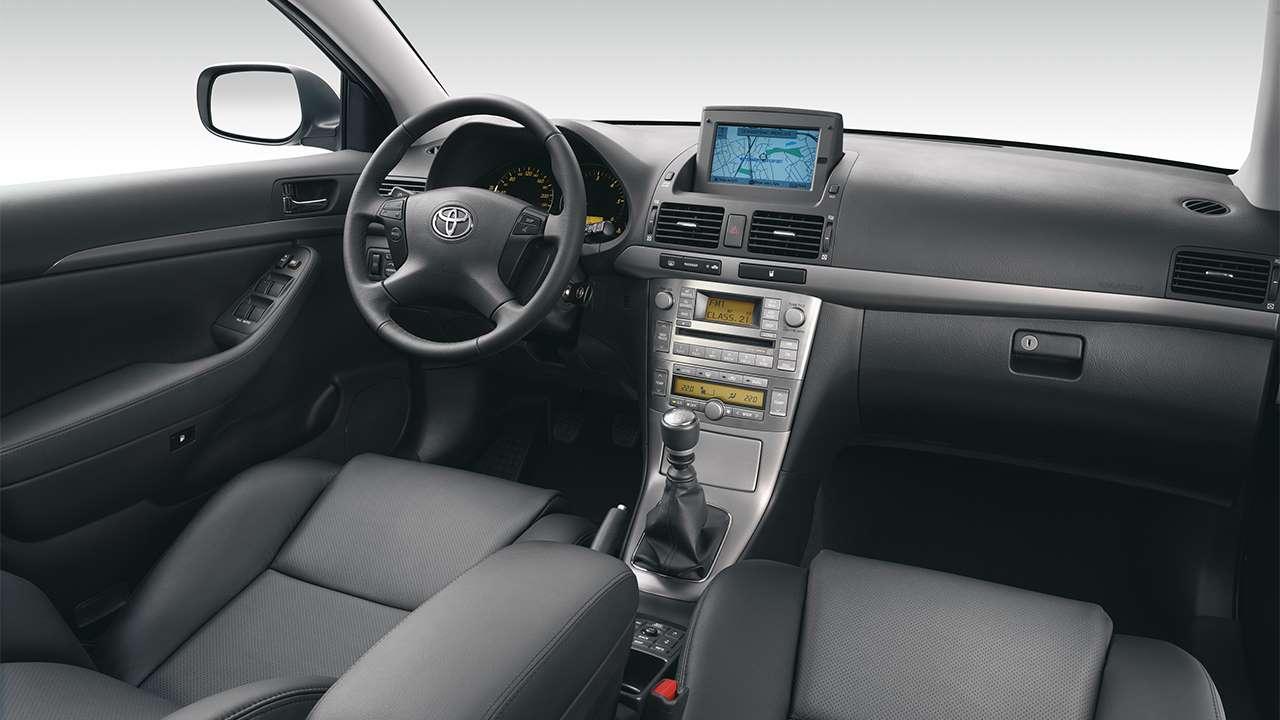 Фото салона Toyota Avensis T250