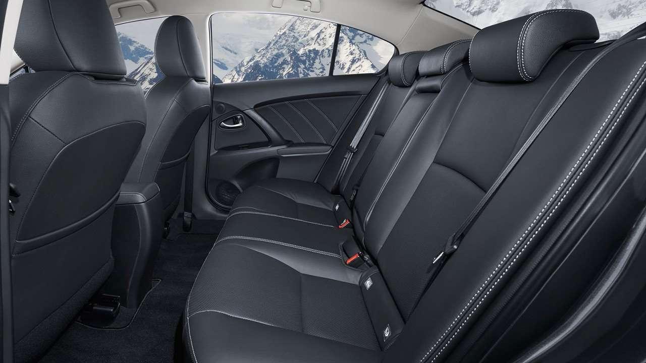 Toyota Avensis 2018-2019 (T27) задние сиденья