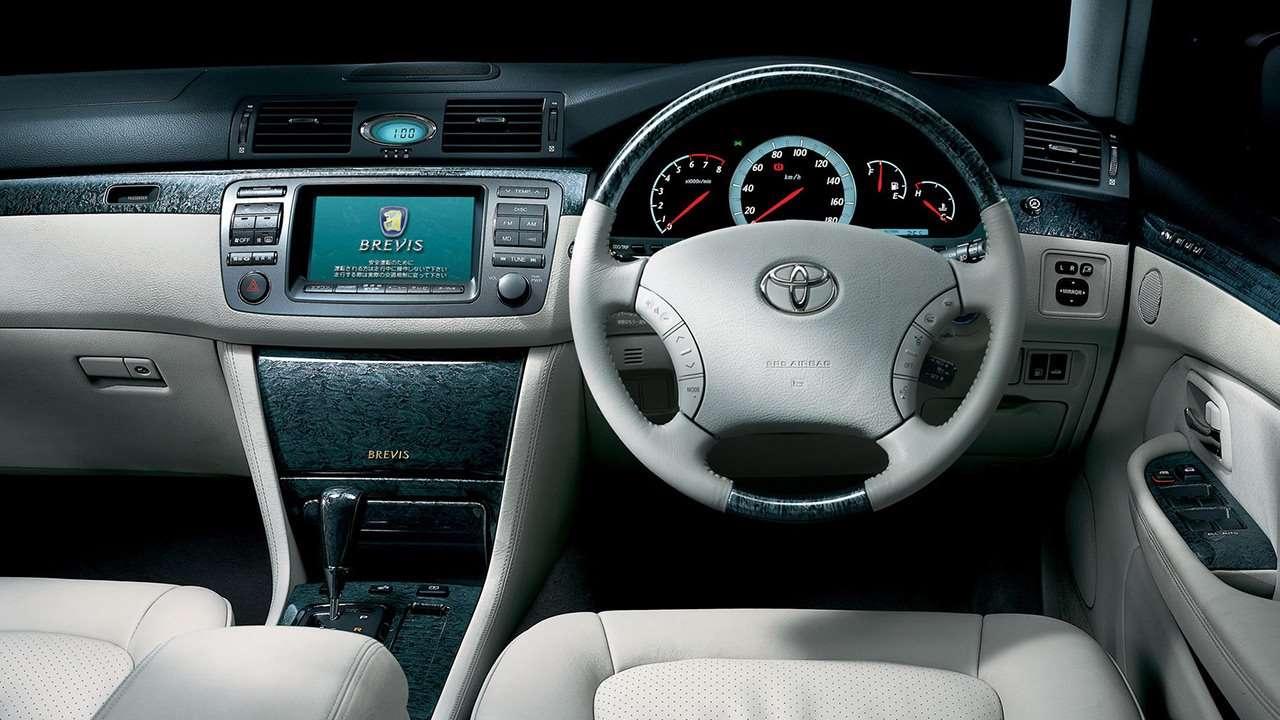 Toyota Brevis салон