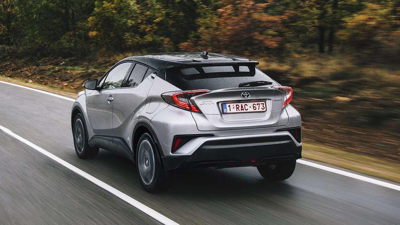 Toyota C-HR 2020-2021 фото сзади