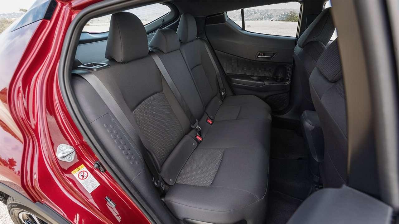 Задние сиденья Toyota C-HR 2020-2021