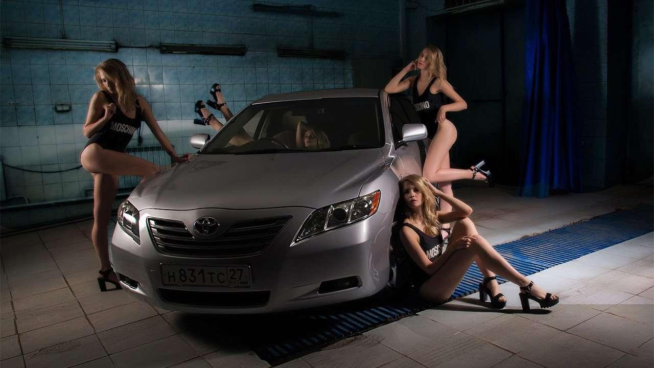 Toyota Camry XV40 с девушками