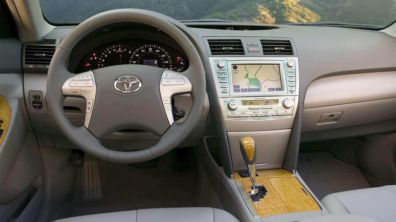 Салон шестой Toyota Camry