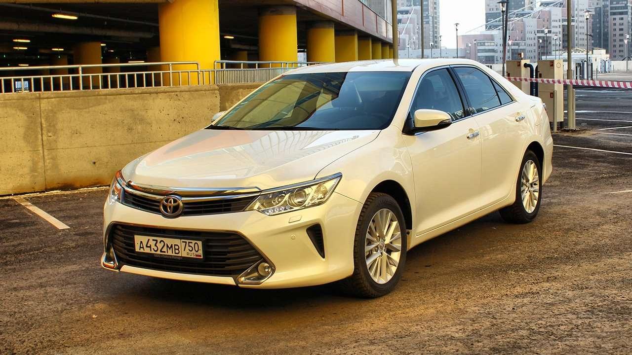 Фото белой Toyota Camry XV55
