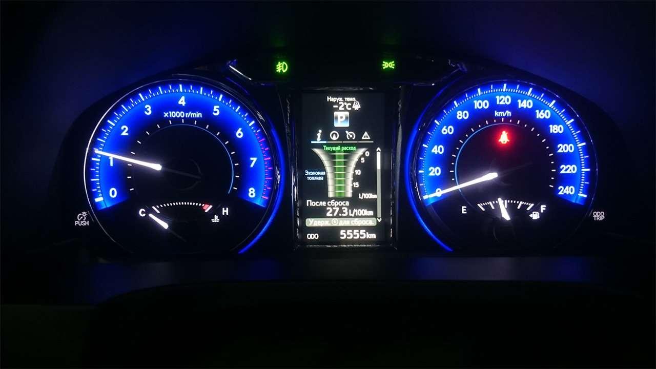 Приборная панель пятидесятой Toyota Camry