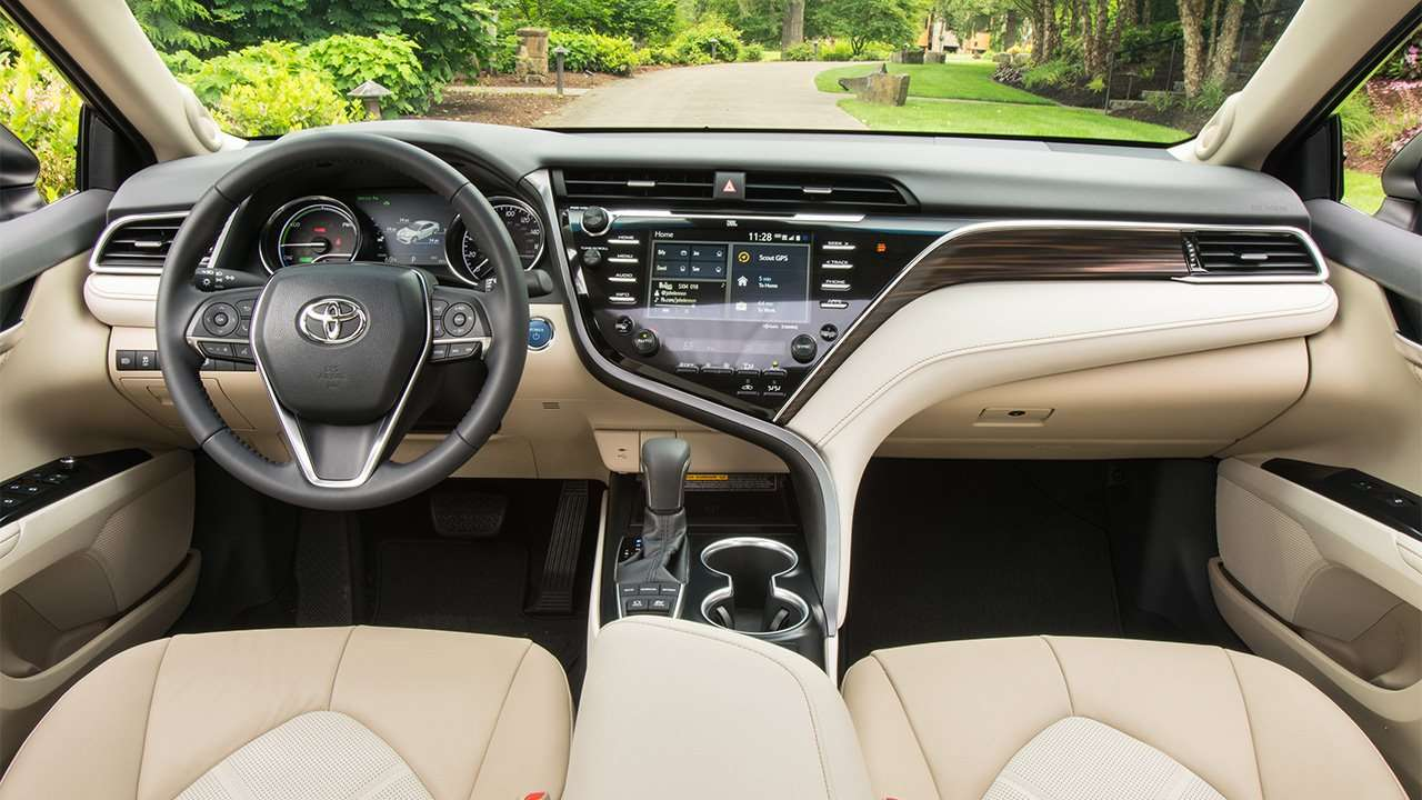 Фото салона новой Toyota Camry