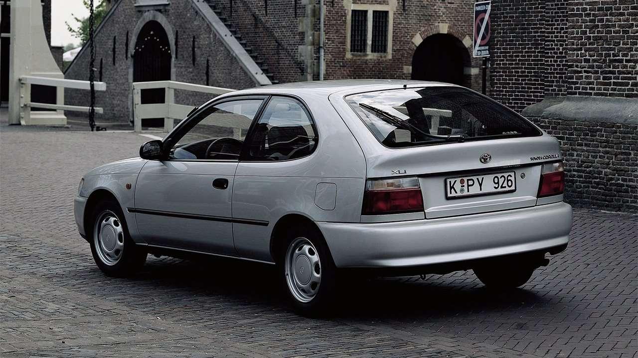 Задняя часть хэтчбека Toyota Corolla E100