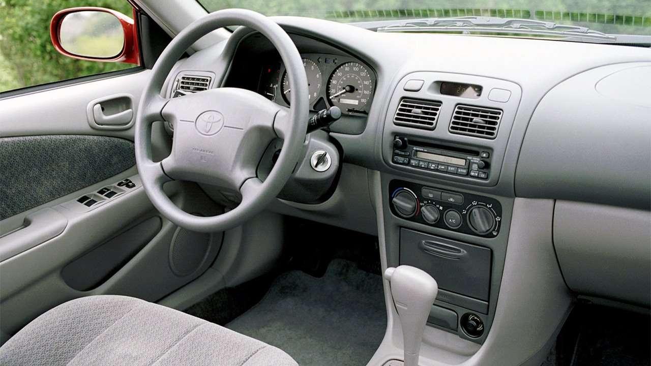 Салон восьмого поколения Corolla