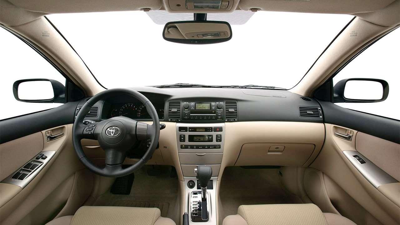 Салон десятой Toyota Corolla