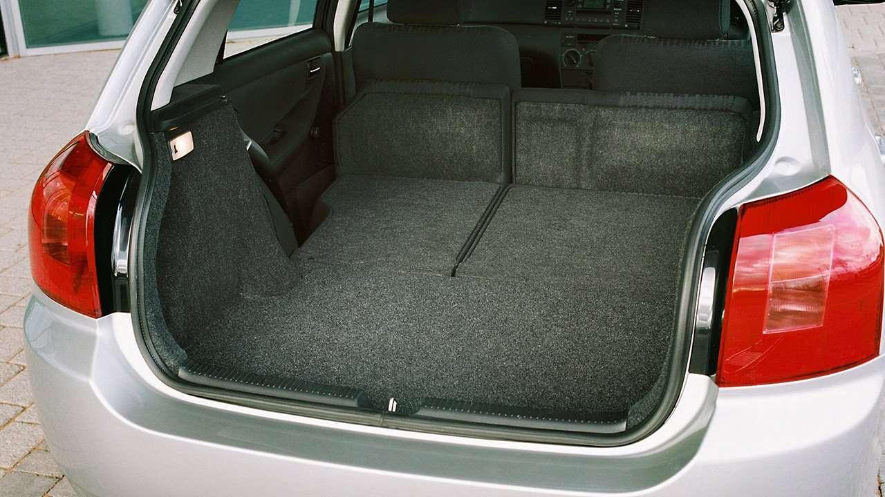 Фото багажника Toyota Corolla E120