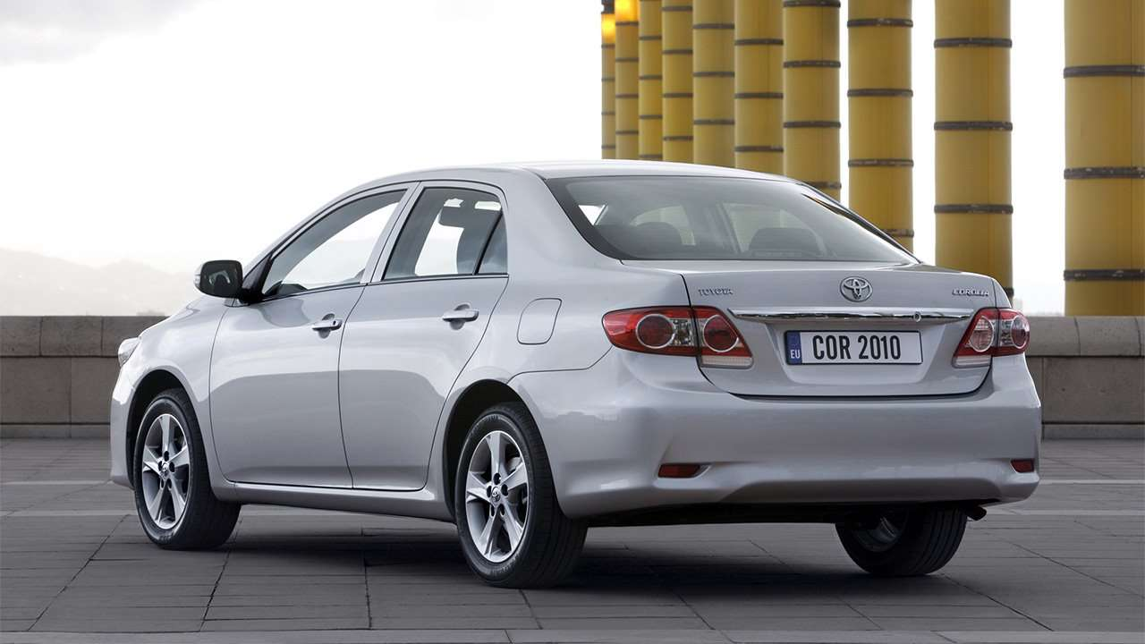 Корма седана Toyota Corolla E140