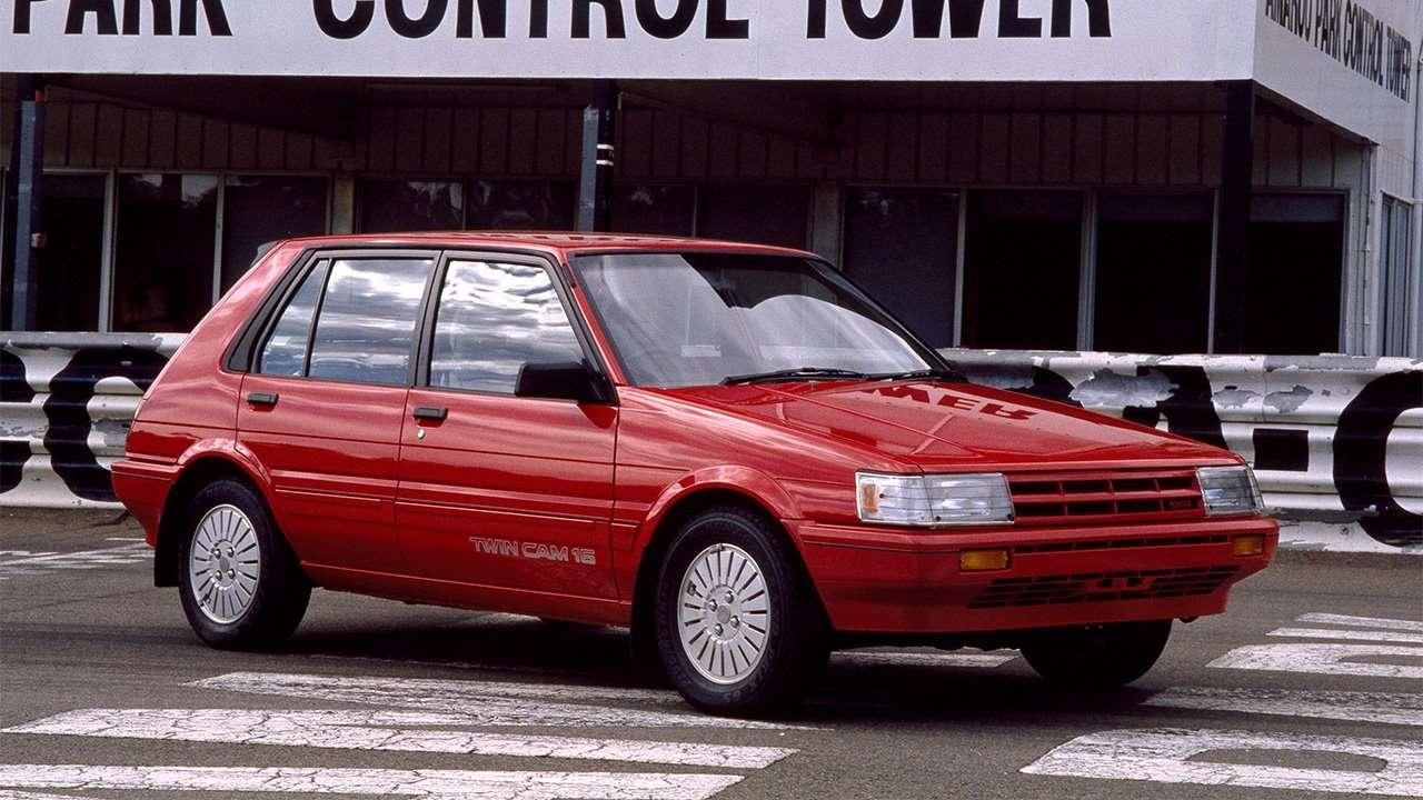 Хэтчбек Toyota Corolla E80
