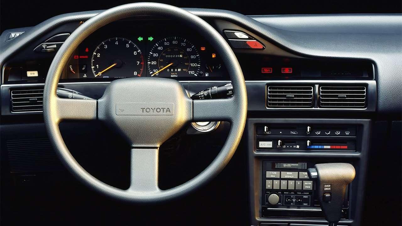 Фото салона Toyota Corolla E90