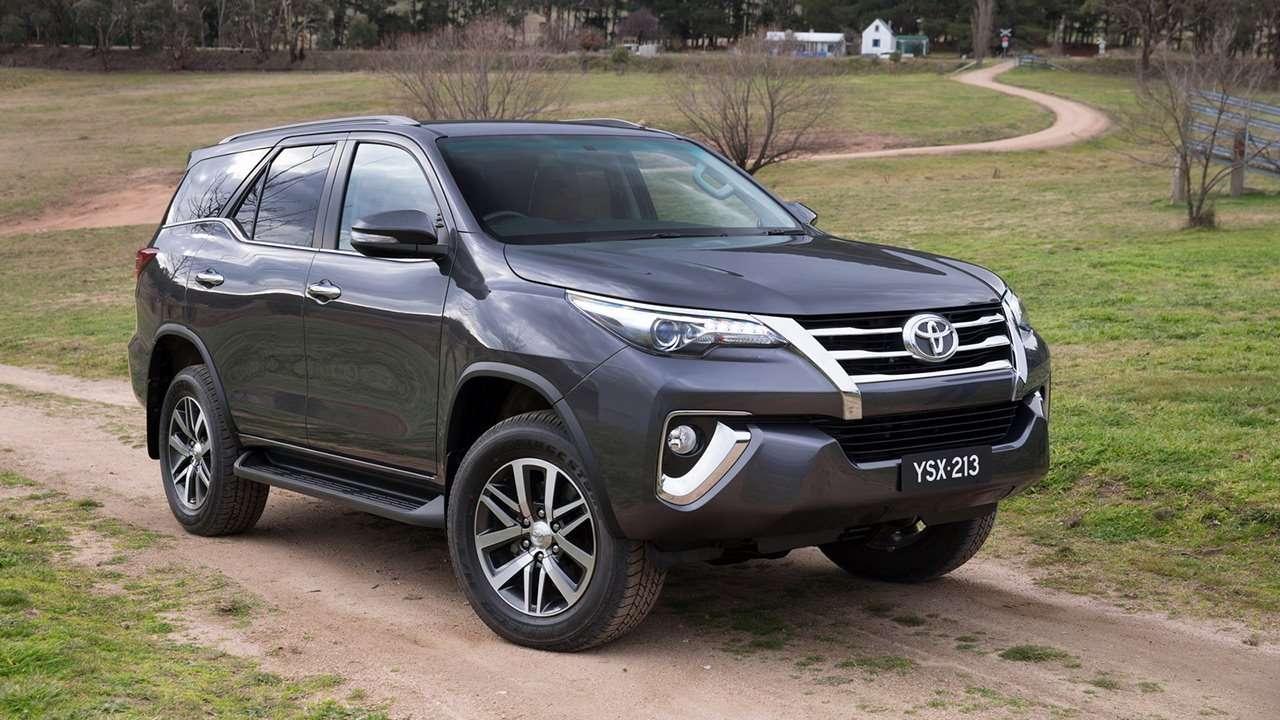 Toyota Fortuner 2018-2019 фото спереди
