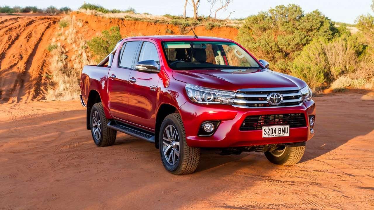 Toyota Hilux 2018-2019 фото спереди