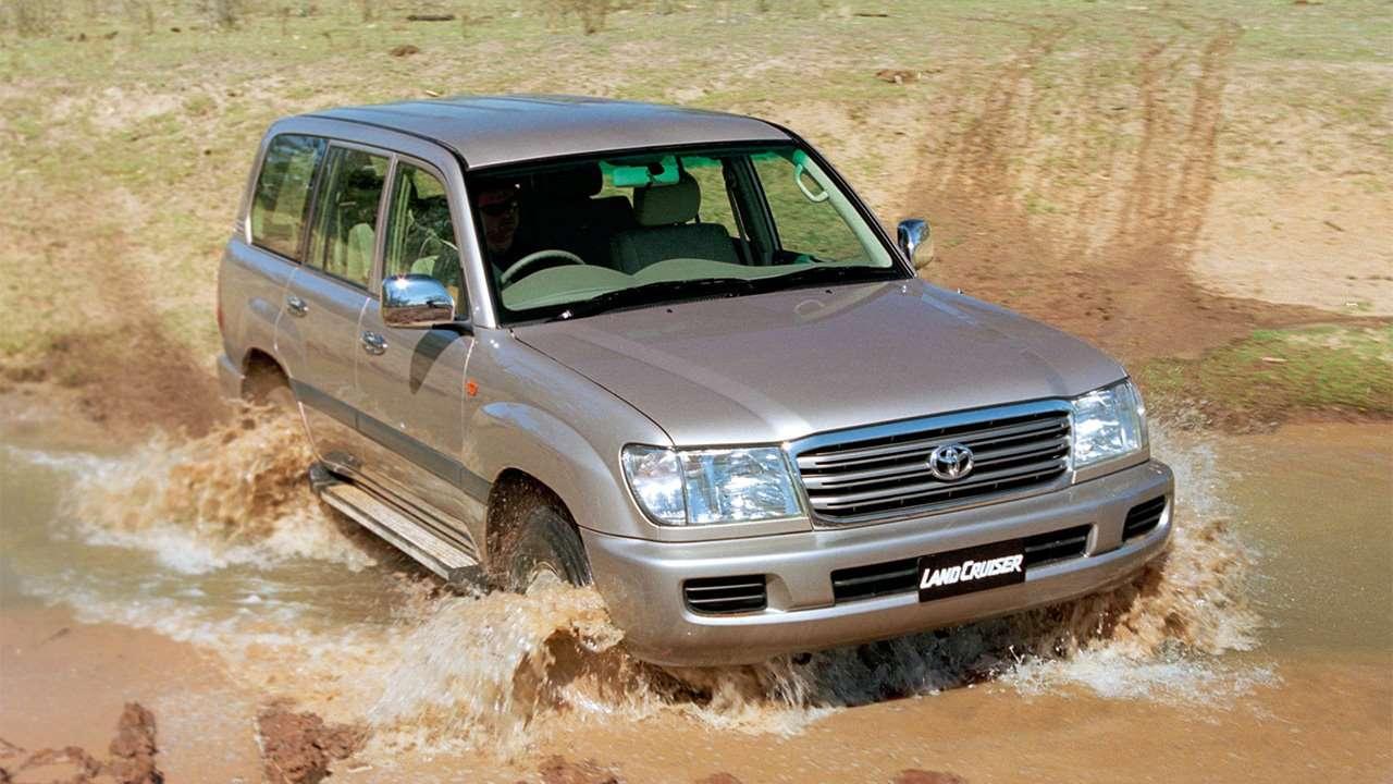 Toyota Land Cruiser 100 на бездорожье