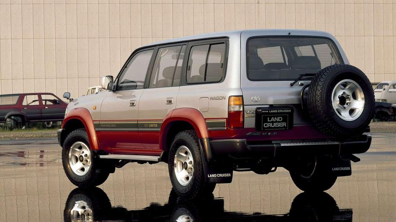 Задняя часть Toyota Land Cruiser 80