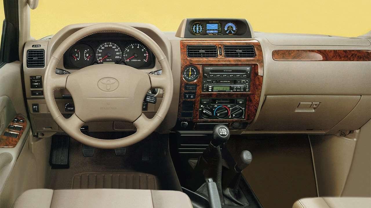 Фото салона Toyota Land Cruiser Prado 90