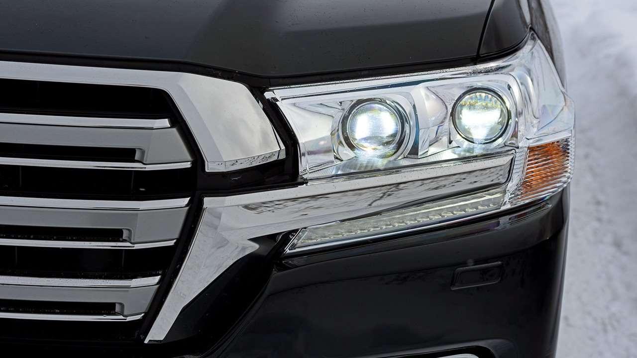 Toyota Land Cruiser 200 2019-2020 передняя фара