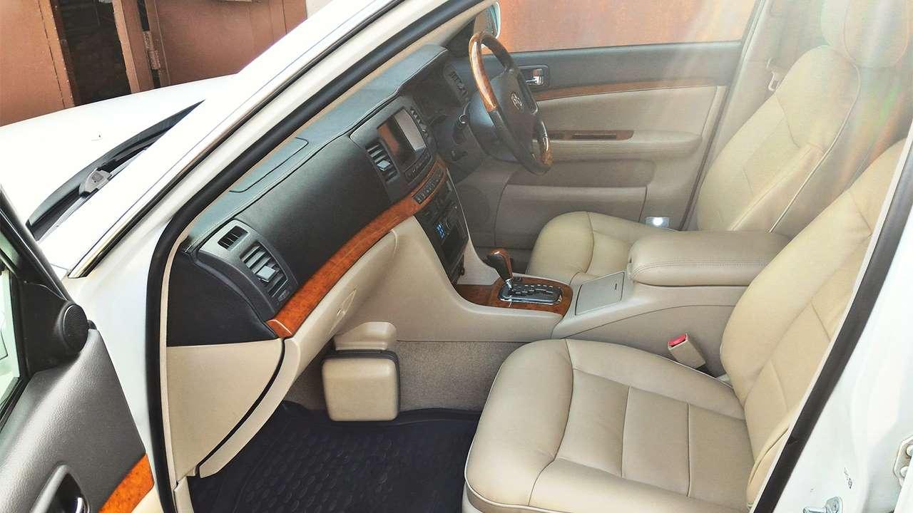 Передние сиденья Тойоты Mark 2 110